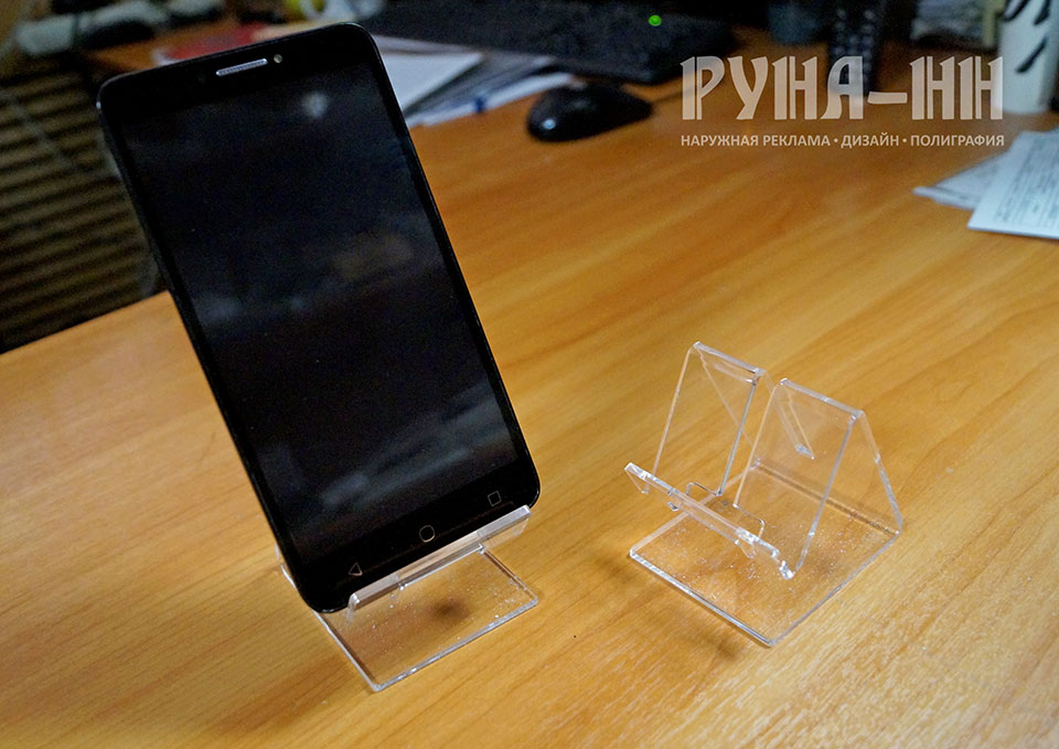 028 - Подставки для телефонов из оргстекла